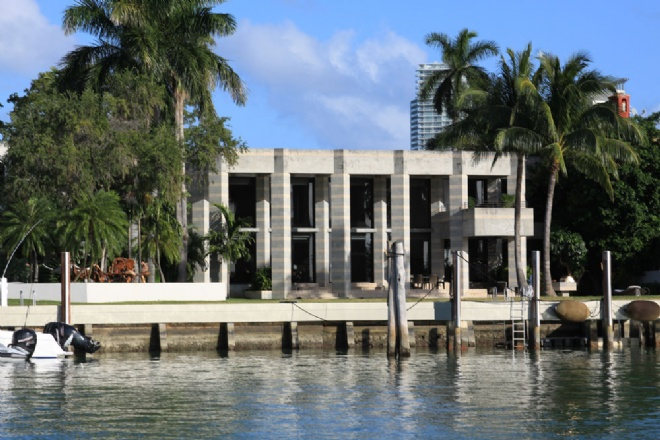 Miami beach homes for Star island miami houses